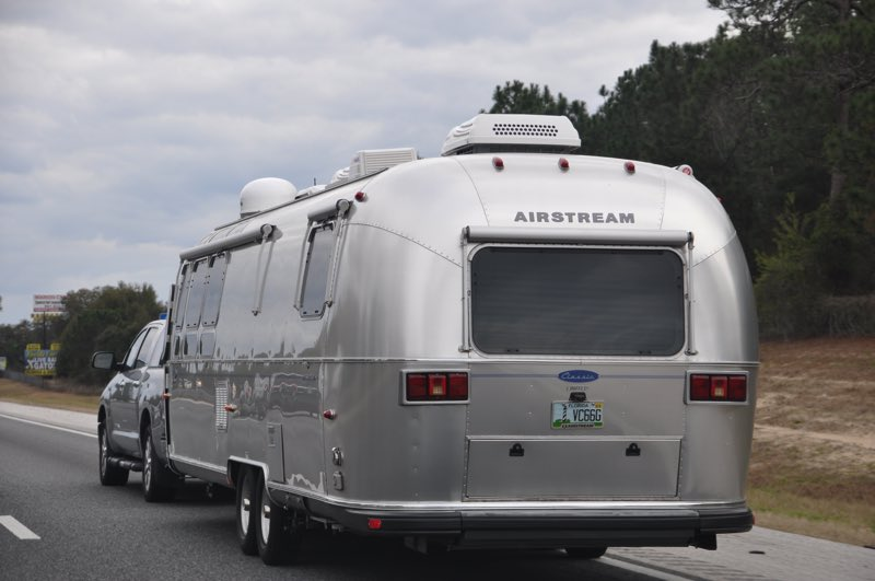 Passing another Airstream!!